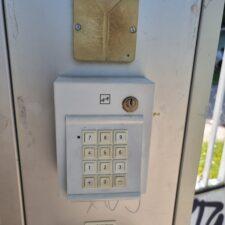 4. Geben Sie den Code ein den Sie per E-Mail erhalten haben.  4. Enter the code you received by email.